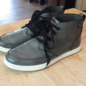 Levi's gray faux leather boots size-8